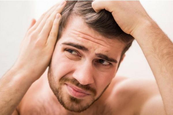 raka av håret eller göra en hårtransplantation