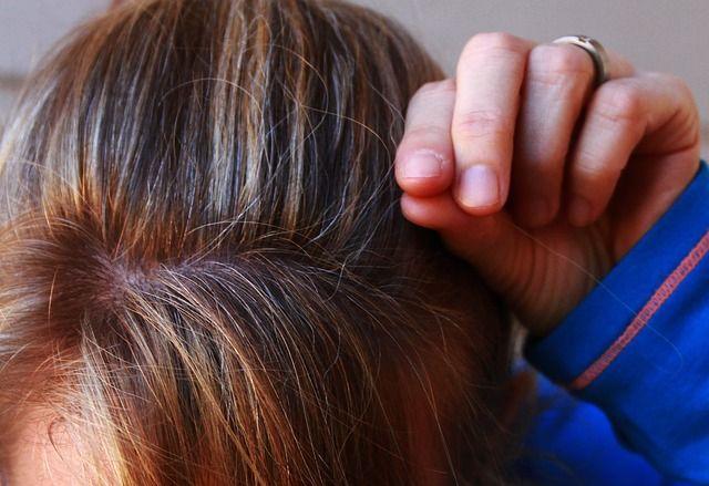 dölja grått hår med slingor